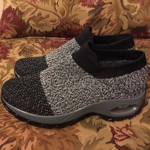 Pearl Zone Sweater Shoes BRAND NEW!! FITS 9/10